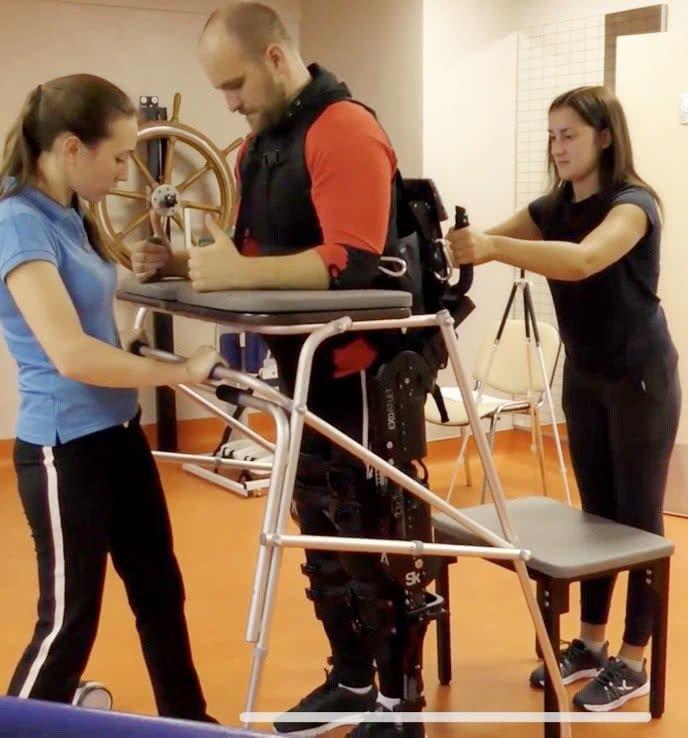 novye-tehnologii-reabilitatsii-rabotizirovanyy-ekzoskilet-exoatlet.jpg