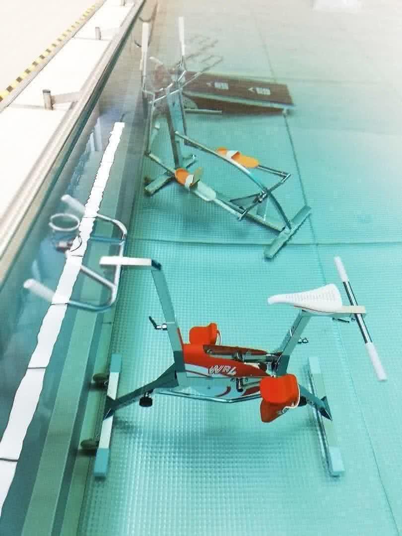 Уникальный стальной бассейн с подводными тренажерами